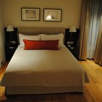 Hotel Bed (Queen Size)