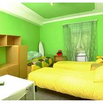 GREEN Bedroom with bathroom in sharing