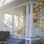 1501 Linden Manor Bed and Breakfast resmi