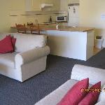  2 bedroom spa apt open plan kitchen dining lounge