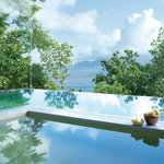 Sunken bath and infinity-view plunge pool