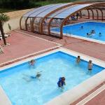 la piscine et son abri retractable