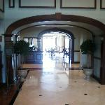  Lobby to breakfast area.