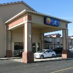  Eingang zum Comfort Inn Cheektowaga