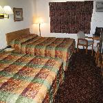  2 Queen Beds Room