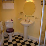  Sparkling Ensuite