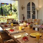  Sunny dining room