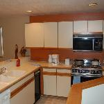  Crestview fully equipped kitchen