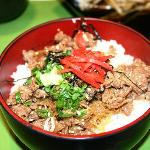  Sliced beef with flavoured rice