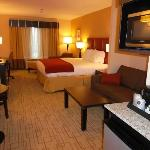 Photo de Holiday Inn Express Hotel & Suites Smithfield-Selma I-95