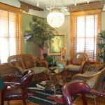  Sitting area/parlor of the inn