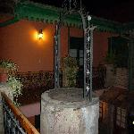 El viejo aljibe, excavaron y construyeron alrededor - The old well, they digged and built around