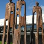  Mark Hill Maori Chiefs sculpture &quot;Welcome O Visitors From Afar&quot; Queenstown airport