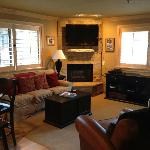 Corner unit, gas fireplace and flatscreen
