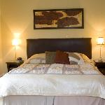  Room 4: Large en-suite room with quality furnishings offering either King-size double or twin-be