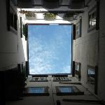  il cielo dal cortile
