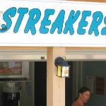 Streakers pool bar