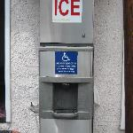  Vending Machine (Free ICE)