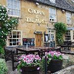 ‪Crown and Trumpet Inn‬