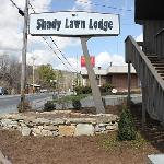 ‪The Shady Lawn Lodge‬
