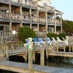 Captain&#39;s Landing Waterfront Hotel Suites