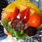  Delicious fruit tart , so beautiful and sooo good