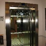  Lift to hotel lobby