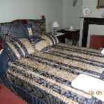 2 Bedroom Suite Queen Room
