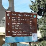 Bow River Pathway directional sign - Apr 2012