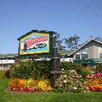 Foto de The Cedarwood Inn and Suites