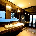  Island Tip Bungalow Bathroom
