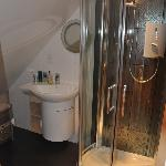  la douche power shower et la lavabo  G