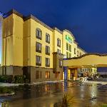 Holiday Inn Express Hotel and Suites San Francisco Airport-North