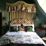  Canopied bedroom