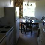 Cottage 5 full kitchen and breakfast nook