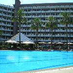 Ergife Palace - swimming pool and outdoor bar