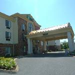 Holiday Inn Express Charles Townの写真