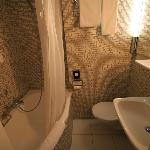 Single room en-suite bathroom