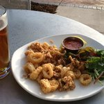 Calamari appetizer & glass of Hoplicious IPA -- YUM!!!