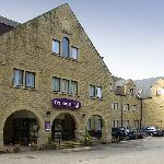 Premier Inn Huddersfield - North
