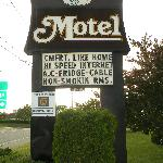  Hawberry Motel Front sign