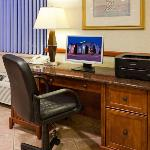 Фотография La Quinta Inn & Suites Milwaukee Delafield
