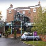 Premier Inn Stockport - East