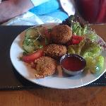delicious crab cakes at the Queen's Head
