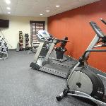Hampton Inn Dickson, TN - exercise room