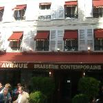 Front of Hotel Le Avenue
