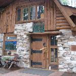 The Grizzly Cabin