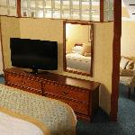  King bed suite with seating area