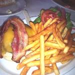 1/2 lb bacon cheeseburger with fries
