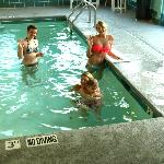 Nieces &amp; grandson LOVED the pool